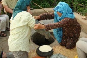 Frauen bei traditioneller Arbeit