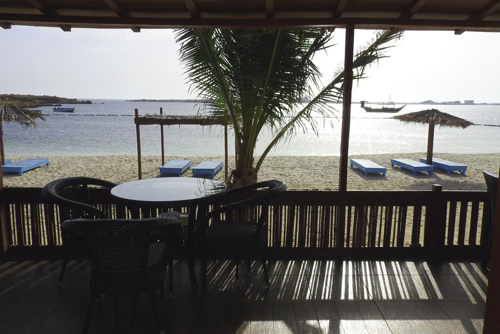 P. Roberts: Oman 2016 - Restaurantbereich im Ras al Hadd Turtle Beach Resort, 22.03
