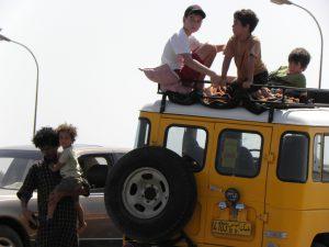 Kinder erleben in Oman ein ganz neues Gefühl der Freiheit