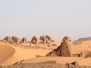 Sudan: Pyramiden im Wüstensand