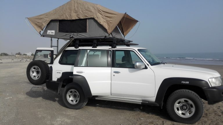 Nissan Patrol mit Dachzelt Oman