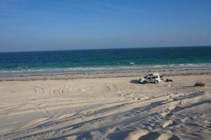 Oman Dachzelt 2016 Auto mit Dachzelt am Strand