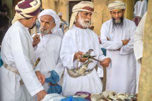 Oman: Männer mit Jerz-Schwertern