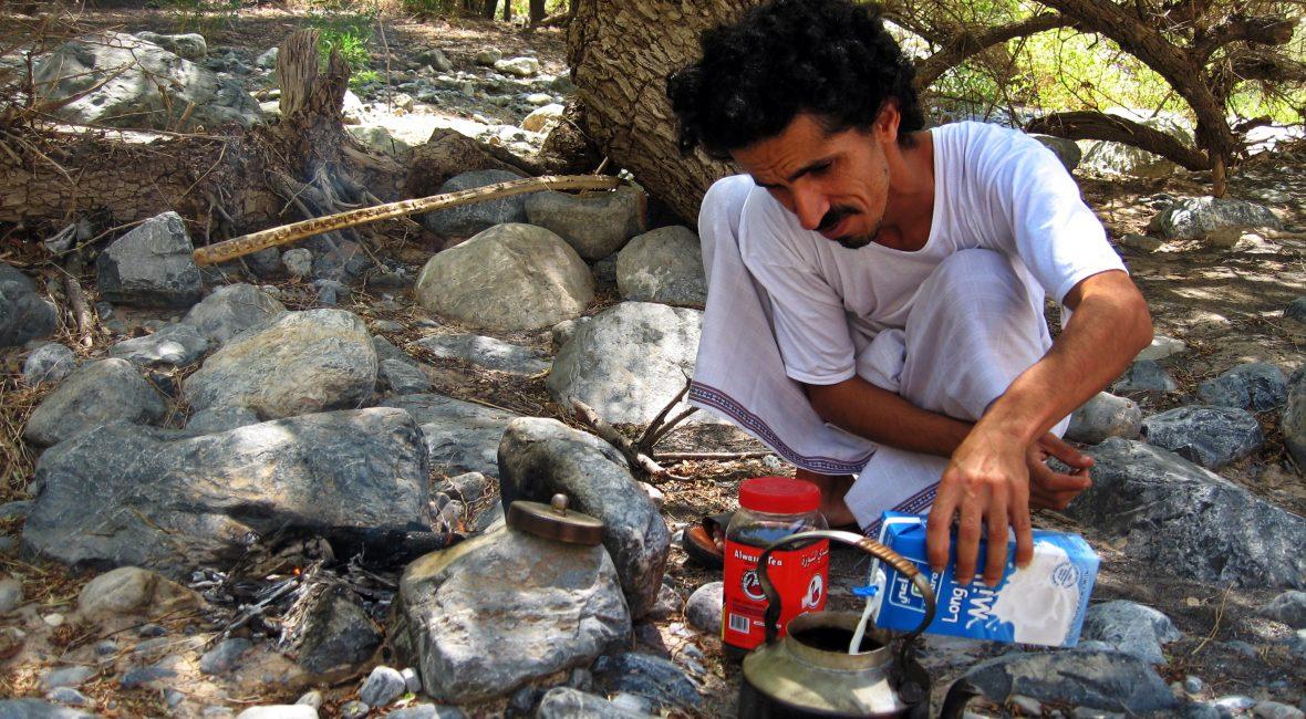 Reiseleiter Ibrahim bei der Teezubereitung