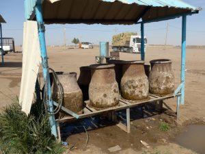 Sudan: Wasser bei der Raststätte