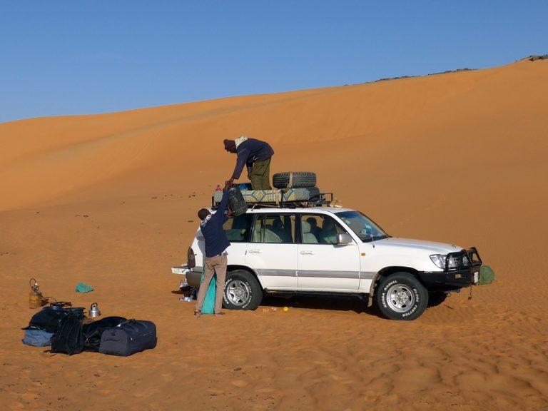 Sudan: Auto wird beladen