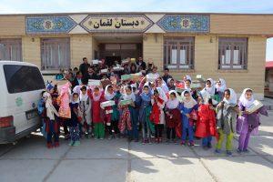 Die Schule wurde mit Kleidung und Schuhen versorgt.