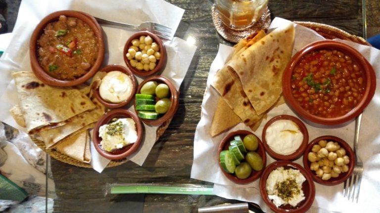 Mittagessen im Dukhana Cafe