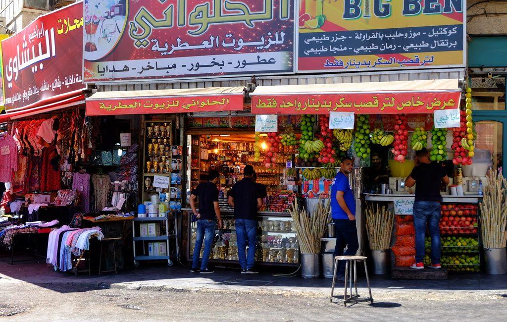 Kleidung in Jordanien: Straßenszene in Amman