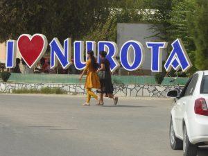 Kleidung in Usbekistan: Straßenszene in Nurata
